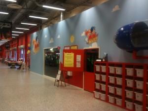På Ica Maxi i Hyllinge hittar du lekland och barnpassning.