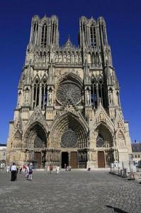 Rheims katedral med sina arkivolter i portvalven. Bild: Ben Francis.
