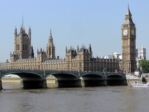 Parlamentshuset, i London, Westminsterpalatset, med sitt klocktorn hade arkitekten säkert hört talas om. Bild: Arpingstone.